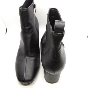 "Tahari 'Davio"" Heeled Black Leather Boots  Sz 9.5M"